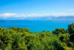 Вид на море. Греция, Карниарис : Уютная вилла с бассейном и видом на море, 2 спальни, 2 ванные комнаты, барбекю, парковка, Wi-Fi
