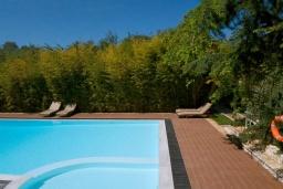 Бассейн. Греция, Карниарис : Уютная вилла с бассейном и видом на море, 6 спален, 4 ванные комнаты, барбекю, парковка, Wi-Fi