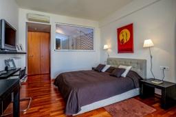 Спальня. Греция, Айя Пелагия : Роскошная вилла в приватном комплексе с большим бассейном и видом на море, 3 спальни, 3 ванные комнаты, парковка, Wi-Fi