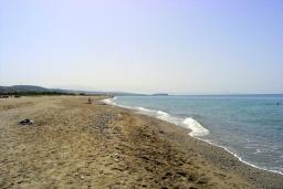 Пляж Перволиа в Аделе