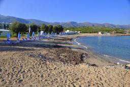 Пляж Агия Варвара в Айос Николасе