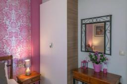 Спальня. Греция, Скалета : Уютная вилла с бассейном и зеленым двориком, 3 спальни, 2 ванные комнаты, парковка, Wi-Fi