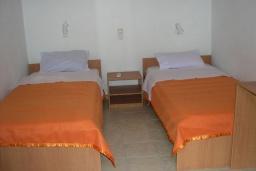 Спальня 2. Греция, Превели : Прекрасная вилла с зеленым двориком и видом на море, 20 метров до пляжа, 2 спальни, барбекю, парковка, Wi-Fi