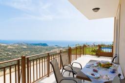 Балкон. Греция, Превели : Прекрасная вилла с бассейном и зеленым двориком, 2 спальни, барбекю, парковка, Wi-Fi