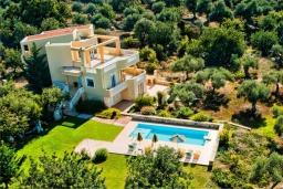 Фасад дома. Греция, Ретимно : Шикарная вилла с большим бассейном и зеленым двориком с барбекю, 5 спален, 5 ванных комнат, парковка, Wi-Fi