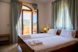Спальня 2. Греция, Аделе : Роскошная вилла с бассейном и теннисным кортом, 4 спальни, 4 ванные комнаты, барбекю, парковка, Wi-Fi
