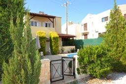 Фасад дома. Греция, Коккино Хорио : Прекрасная вилла с бассейном и двориком с барбекю, 2 спальни, 2 ванные комнаты, парковка, Wi-Fi