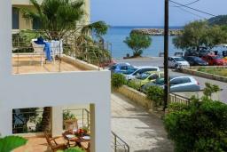 Фасад дома. Греция, Коккино Хорио : Прекрасная вилла в 50 метра от пляжа, 3 спальни, 2 ванные комнаты, барбекю, парковка, Wi-Fi