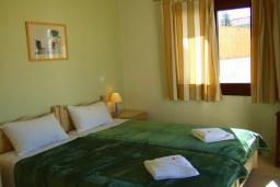 Спальня 3. Греция, Коккино Хорио : Прекрасная вилла с бассейном в 50 метрах от моря, 3 спальни, 2 ванные комнаты, барбекю, парковка, Wi-Fi