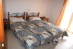 Спальня 2. Греция, Георгиуполис : Прекрасная вилла с бассейном и двориком с барбекю, 2 спальни, парковка, Wi-Fi