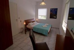 Спальня 2. Греция, Ханья : Роскошная вилла с бассейном и большой зеленой территорией, 2 гостиные, 7 спален, 4 ванные комнаты, джакузи, барбекю, парковка, Wi-Fi