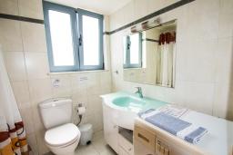 Ванная комната. Греция, Коккино Хорио : Прекрасная вилла в 50 метра от пляжа, 3 спальни, 2 ванные комнаты, барбекю, парковка, Wi-Fi