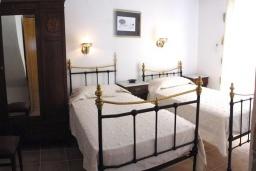 Спальня 2. Греция, Превели : Прекрасная вилла с бассейном, зеленым двориком и видом на море, 2 спальни, барбекю, парковка, Wi-Fi