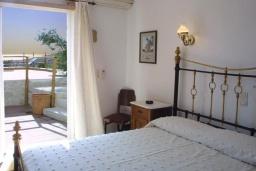 Спальня. Греция, Превели : Прекрасная вилла с бассейном, зеленым двориком и видом на море, 2 спальни, барбекю, парковка, Wi-Fi