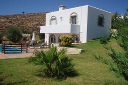Фасад дома. Греция, Превели : Прекрасная вилла с бассейном, зеленым двориком и видом на море, 2 спальни, барбекю, парковка, Wi-Fi