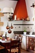 Кухня. Греция, Киссамос Кастели : Роскошная каменная усадьба с 4 спальнями, бассейном, зелёным садом с барбекю, тренажёрным залом и хаммамом
