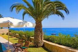 Вид на море. Греция, Аниссарас : Шикарная вилла с бассейном и видом на море, 3 спальни, 3 ванные комнаты, барбекю, парковка, Wi-Fi