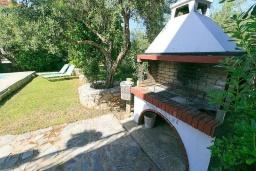 Терраса. Греция, Малеме : Прекрасная вилла с двумя бассейнами и зеленым двориком с барбекю, 3 спальни, 2 ванные комнаты, джакузи, парковка, Wi-Fi