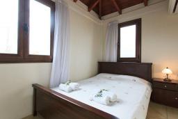 Спальня 2. Греция, Коккино Хорио : Роскошная вилла с бассейном и зеленым двориком с барбекю, 4 спальни, 2 ванные комнаты, парковка, Wi-Fi