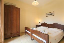 Спальня 3. Греция, Коккино Хорио : Роскошная вилла с бассейном и зеленым двориком с барбекю, 4 спальни, 2 ванные комнаты, парковка, Wi-Fi