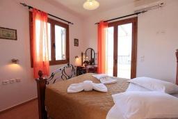 Спальня 2. Греция, Аделе : Шикарная вилла с бассейном и видом на море, 3 спальни, 2 ванные комнаты, зеленый сад, барбекю, парковка, Wi-Fi