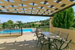 Терраса. Греция, Ретимно : Шикарная вилла с большим бассейном и зеленым двориком с барбекю, 3 спальни, 2 ванные комнаты, парковка, Wi-Fi