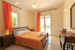 Спальня. Греция, Ретимно : Шикарная вилла с большим бассейном и зеленым двориком с барбекю, 3 спальни, 2 ванные комнаты, парковка, Wi-Fi