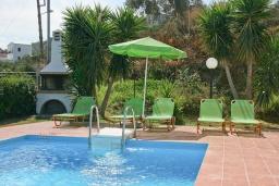 Бассейн. Греция, Аделе : Шикарная вилла с бассейном и видом на море, 2 спальни, 2 ванные комнаты, зеленый сад, барбекю, парковка, Wi-Fi