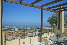 Терраса. Греция, Аделе : Шикарная вилла с бассейном и видом на море, 3 спальни, 2 ванные комнаты, зеленый сад, барбекю, парковка, Wi-Fi