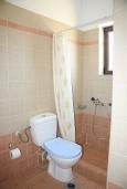 Ванная комната. Греция, Аделе : Шикарная вилла с бассейном и видом на море, 3 спальни, 2 ванные комнаты, зеленый сад, барбекю, парковка, Wi-Fi