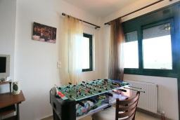 Развлечения и отдых на вилле. Греция, Ираклион : Роскошная вилла с большим бассейном, 2 кухни, 5 спален, 3 ванные комнаты, игровая комната, барбекю, парковка, Wi-Fi