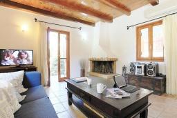 Гостиная. Греция, Малеме : Каменный дом с бассейном и зеленым садом с барбекю, 2 спальни, парковка, Wi-Fi