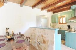 Кухня. Греция, Малеме : Каменный дом с бассейном и зеленым садом с барбекю, 2 спальни, парковка, Wi-Fi