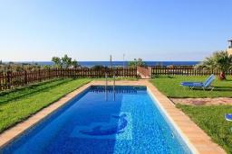 Бассейн. Греция, Каливес : Роскошная вилла с бассейном и шикарным видом на море, 150 метров до пляжа, 2 спальни, 2 ванные комнаты, барбекю, парковка, Wi-Fi