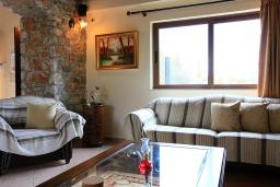 Гостиная. Греция, Малеме : Прекрасная вилла с двумя бассейнами и зеленым двориком с барбекю, 4 спальни, 3 ванные комнаты, джакузи, парковка, Wi-Fi
