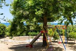 Детская площадка. Греция, Ретимно : Шикарная вилла с большим бассейном и видом на море, 5 спален, 4 ванные комнаты, джакузи, сад, детская площадка, барбекю, тренажерный зал, игровая комната, парковка, Wi-Fi