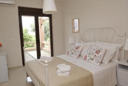 Спальня. Греция, Скалета : Роскошная вилла с бассейном и зеленым двориком с барбекю, 5 спален, 3 ванные комнаты, парковка, Wi-Fi