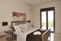 Спальня 2. Греция, Скалета : Роскошная вилла с бассейном и зеленым двориком с барбекю, 5 спален, 3 ванные комнаты, парковка, Wi-Fi