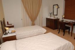 Спальня 2. Греция, Ираклион : Роскошная вилла с большим бассейном и зеленой территорией, 6 спален, 6 ванных комнат, барбекю, парковка, Wi-Fi