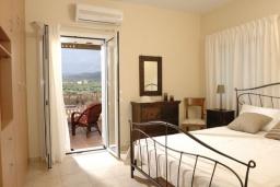 Спальня 2. Греция, Сиси : Прекрасная вилла с бассейном и зеленым двориком, 3 спальни, 2 ванные комнаты, барбекю, парковка, Wi-Fi