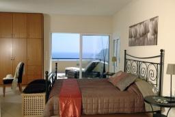 Спальня 2. Греция, Милатос : Современная вилла с бассейном и двориком с барбекю, 3 спальни, 3 ванные комнаты, парковка, Wi-Fi