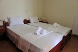 Спальня 2. Греция, Киссамос Кастели : Прекрасная вилла с бассейном и зеленым двориком, 4 спальни, 2 ванные комнаты, барбекю, парковка, Wi-Fi