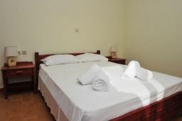 Спальня 3. Греция, Киссамос Кастели : Прекрасная вилла с бассейном и зеленым двориком, 4 спальни, 2 ванные комнаты, барбекю, парковка, Wi-Fi