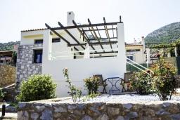 Фасад дома. Греция, Айя Пелагия : Роскошная вилла с бассейном и видом на море, 3 спальни, 2 ванные комнаты, барбекю, парковка, Wi-Fi