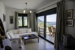 Гостиная. Греция, Айя Пелагия : Роскошная вилла с бассейном и видом на море, 3 спальни, 2 ванные комнаты, барбекю, парковка, Wi-Fi