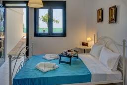 Спальня 2. Греция, Айя Пелагия : Роскошная вилла с бассейном и видом на море, 3 спальни, 2 ванные комнаты, барбекю, парковка, Wi-Fi
