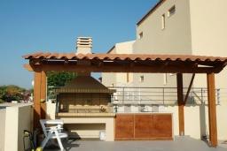 Территория. Греция, Аделе : Современная вилла с бассейном и видом на море, 3 спальни, 2 ванные комнаты, барбекю, парковка, Wi-Fi