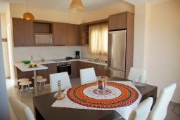 Кухня. Греция, Аделе : Современная вилла с бассейном и видом на море, 3 спальни, 2 ванные комнаты, барбекю, парковка, Wi-Fi