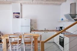 Кухня. Греция, Плакиас : Современная вилла с бассейном и шикарным видом на море, 2 спальни, 2 ванные комнаты, парковка, Wi-Fi