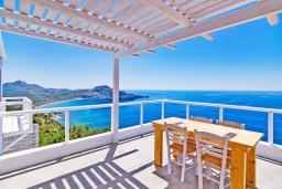 Терраса. Греция, Плакиас : Современная вилла с бассейном и шикарным видом на море, 2 спальни, 2 ванные комнаты, парковка, Wi-Fi